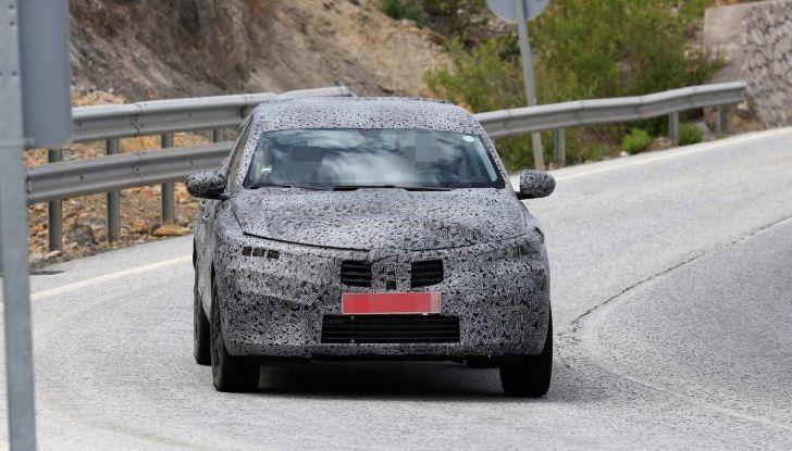 Renault Captur Coupe, dati e immagini del crossover compatto - Foto 19 di 21