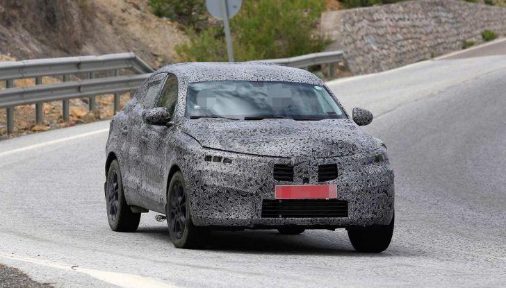 Renault Captur Coupe, dati e immagini del crossover compatto - Foto 10 di 21