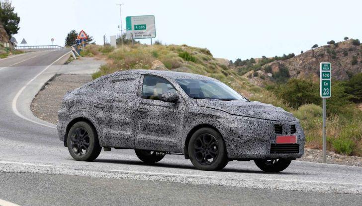 Renault Captur Coupe, dati e immagini del crossover compatto - Foto 1 di 21