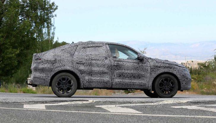 Renault Captur Coupe, dati e immagini del crossover compatto - Foto 12 di 21