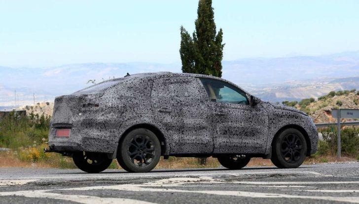 Renault Captur Coupe, dati e immagini del crossover compatto - Foto 5 di 21