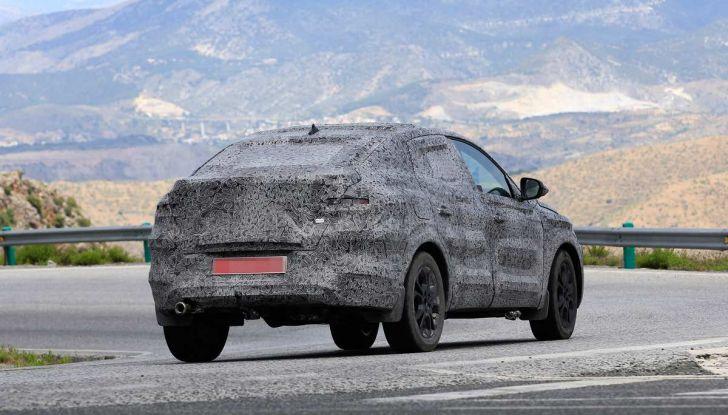 Renault Captur Coupe, dati e immagini del crossover compatto - Foto 14 di 21