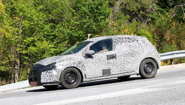 Renault Clio 2019 primo contatto su strada della nuova generazione - Foto 3 di 10