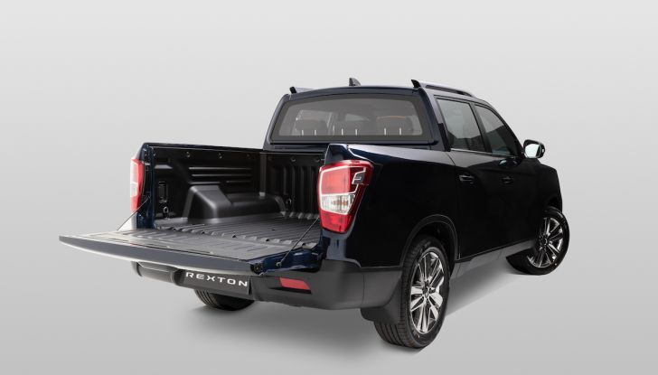 SsangYong Rexton Sports 2018: il pick-up pratico, solido e con 4WD - Foto 2 di 10