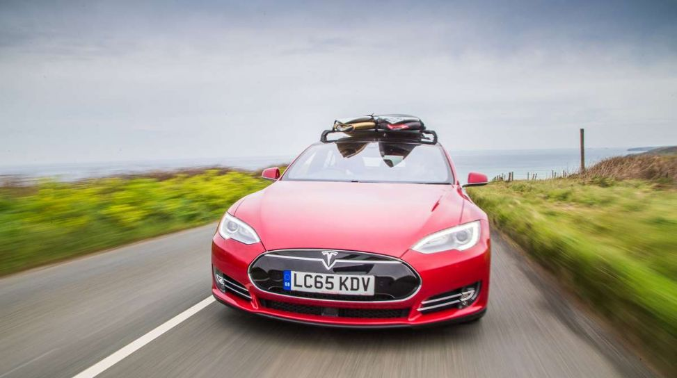 Elon musk lancia la tavola da surf firmata tesla infomotori - Tavola da surf motorizzata prezzo ...