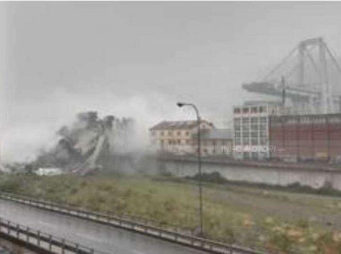 Crolla il ponte Morandi sull'autostrada A10