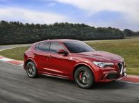 Record di Alfa Romeo Stelvio Quadrifoglio in quattro circuiti inglesi