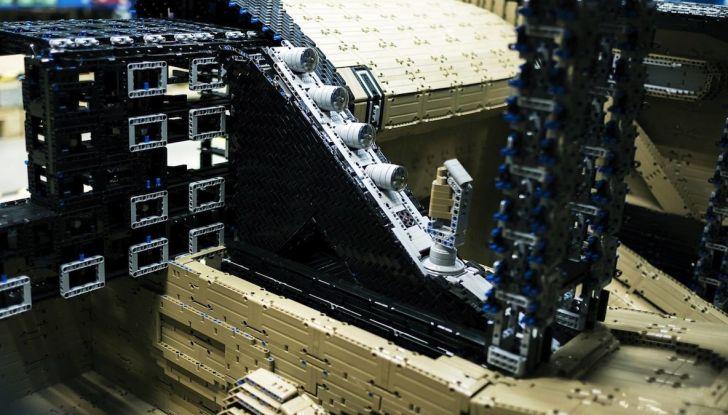 Bugatti Chiron di Lego in scala 1:1 a Milano San Babila per la Formula 1 - Foto 7 di 13
