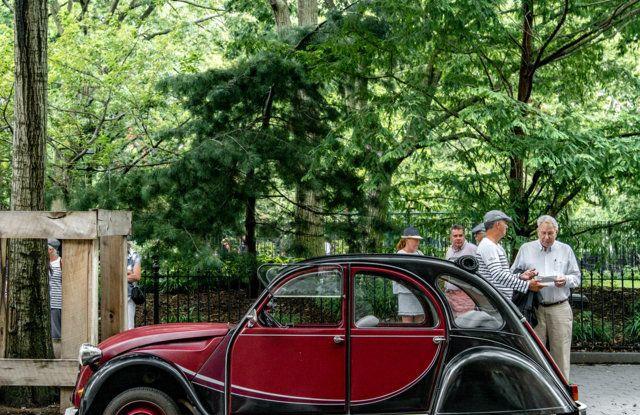 Citroën 2CV: tante feste per i suoi settant'anni - Foto 9 di 13