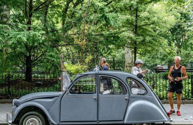Citroën 2CV: tante feste per i suoi settant'anni - Foto 10 di 13