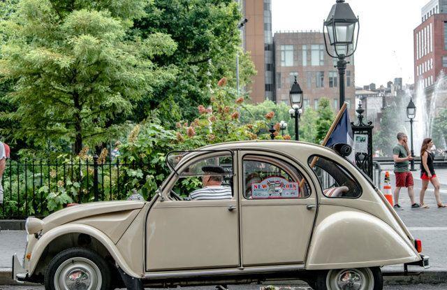 Citroën 2CV: tante feste per i suoi settant'anni - Foto 11 di 13