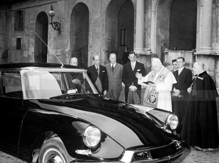 1959: Il lancio di DS19 PRESTIGE - Foto 2 di 5
