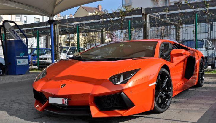 Dubai, noleggia una Lamborghini Huracán e prende 40 mila euro di multa in 3 ore - Foto 2 di 17