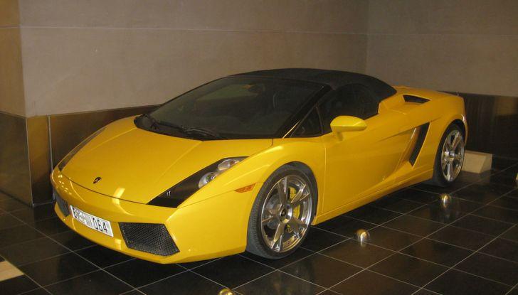 Dubai, noleggia una Lamborghini Huracán e prende 40 mila euro di multa in 3 ore - Foto 17 di 17