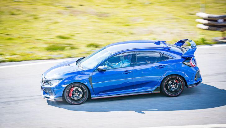 Prova Honda Civic Type R 2018: una vera sportiva senza rinunce nel quotidiano - Foto 21 di 32