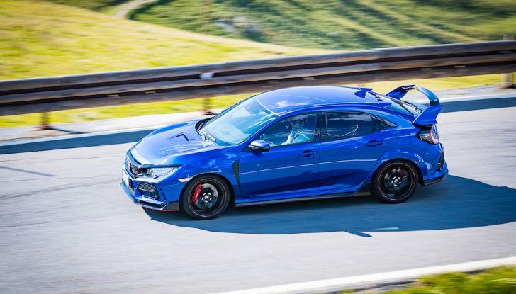 Prova Honda Civic Type R 2018: una vera sportiva senza rinunce nel quotidiano - Foto 23 di 32