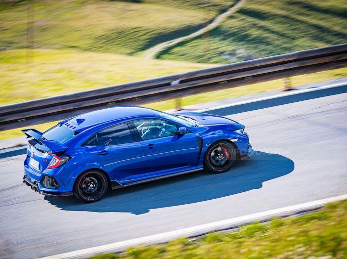 Prova Honda Civic Type R 2018: una vera sportiva senza rinunce nel quotidiano - Foto 26 di 32