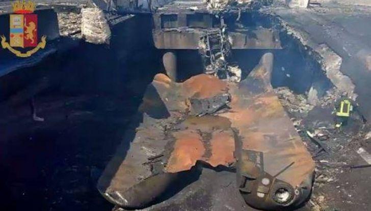 Un aiuto per vittime del disastro sull'A14 dopo l'esplosione dell'autocisterna - Foto 6 di 7