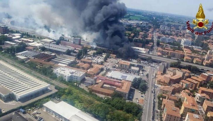 Un aiuto per vittime del disastro sull'A14 dopo l'esplosione dell'autocisterna - Foto 7 di 7