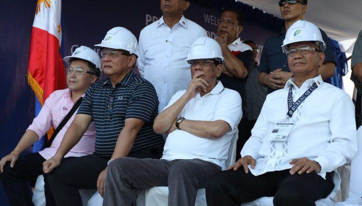 Presidente delle Filippine fa distruggere 68 auto premium con la ruspa [VIDEO] - Foto 9 di 25