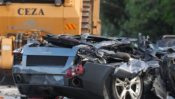 Presidente delle Filippine fa distruggere 68 auto premium con la ruspa [VIDEO] - Foto 2 di 25