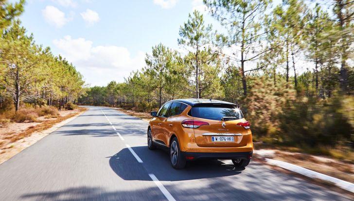 Prova nuova Renault Scenic: ora con il benzina TCe da 115, 140 e 160CV [VIDEO] - Foto 13 di 24