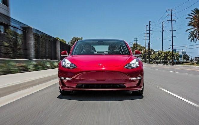 Le auto Tesla hanno meno incidenti delle concorrenti - Foto 4 di 15