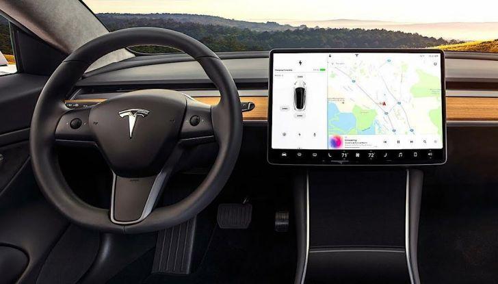 Tesla Model 3 primo taxi elettrico di New York City - Foto 10 di 15