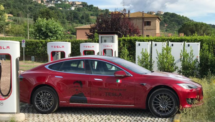 Tesla Model 3 primo taxi elettrico di New York City - Foto 11 di 15