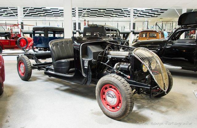 1938, il Diesel Peugeot debutta con i tassisti - Foto 1 di 4