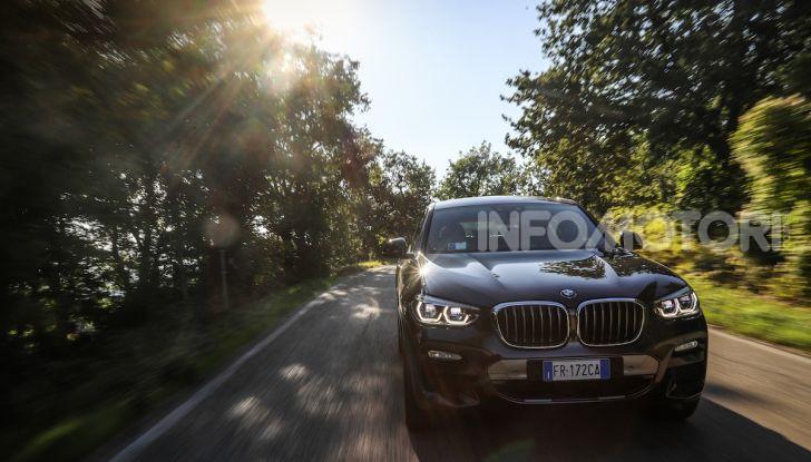 BMW X4 2018, prova in anteprima: SUV d'assalto con tecnologia e stile - Foto 15 di 21