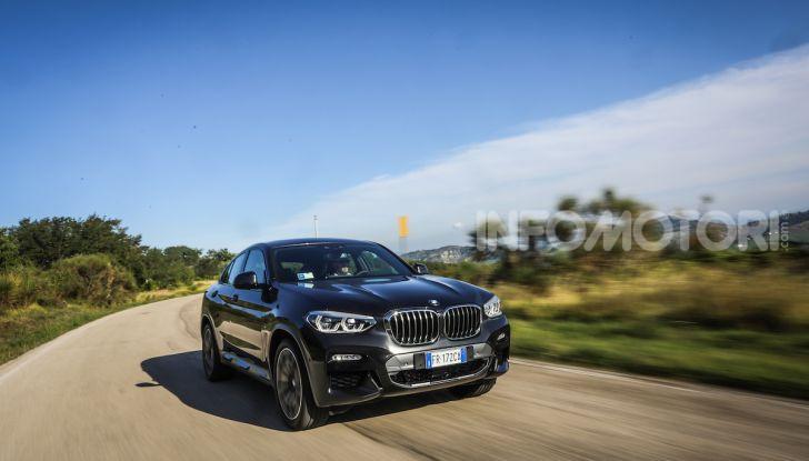 BMW X4 2018, prova in anteprima: SUV d'assalto con tecnologia e stile - Foto 16 di 21