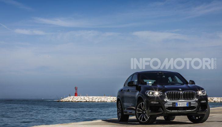BMW X4 2018, prova in anteprima: SUV d'assalto con tecnologia e stile - Foto 17 di 21
