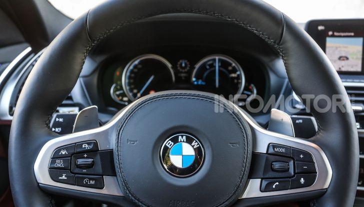 BMW X4 2018, prova in anteprima: SUV d'assalto con tecnologia e stile - Foto 19 di 21