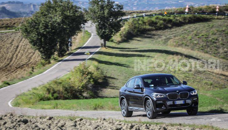 BMW X4 2018, prova in anteprima: SUV d'assalto con tecnologia e stile - Foto 4 di 21