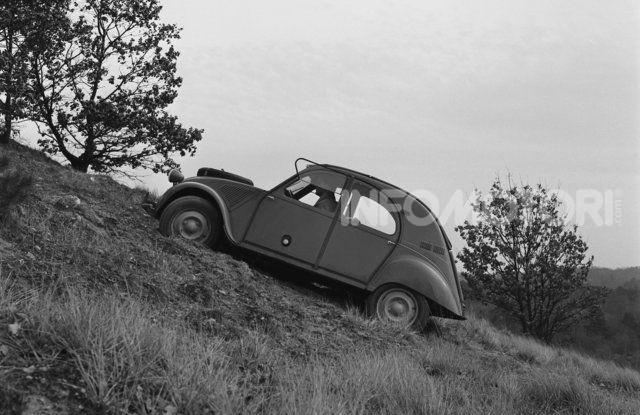 La Citroën 2CV versione 4×4 - Foto 15 di 17