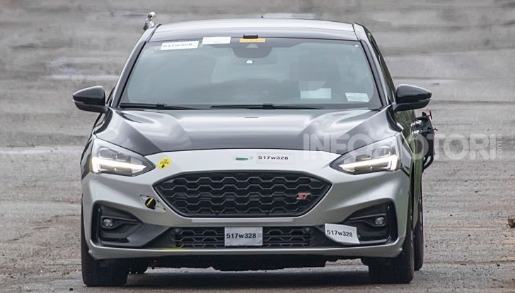 Ford Focus ST 2019, test su strada della versione definitiva - Foto 16 di 25