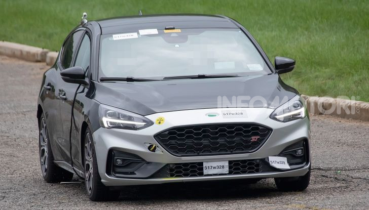 Ford Focus ST 2019, test su strada della versione definitiva - Foto 18 di 25