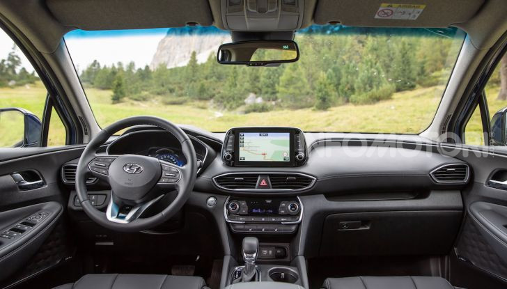 Prova nuova Hyundai Santa Fe 2018: il SUV con 4×4, 7 posti e 200CV - Foto 18 di 24