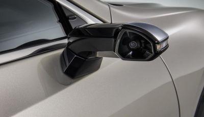 Lexus presenta specchi retrovisori digitali con camera HD