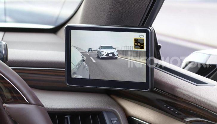 Lexus presenta specchi retrovisori digitali con camera HD - Foto 4 di 9