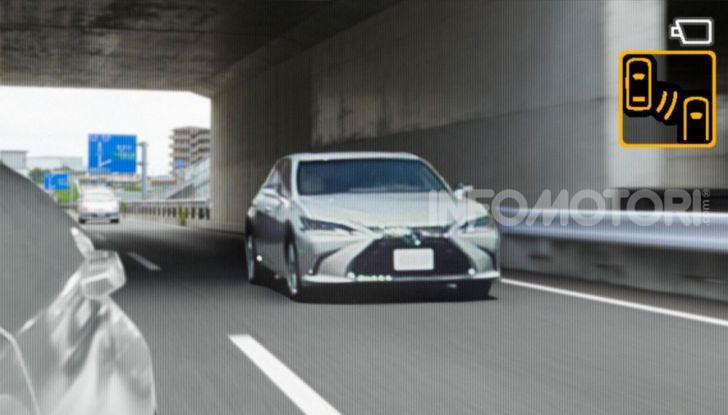 Lexus presenta specchi retrovisori digitali con camera HD - Foto 7 di 9