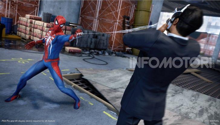 Spider-Man per PS4 a Milano: l'eroe Marvel salva un bus in Darsena - Foto 10 di 11