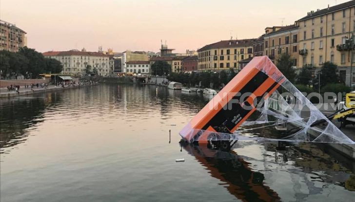 Spider-Man per PS4 a Milano: l'eroe Marvel salva un bus in Darsena - Foto 1 di 11