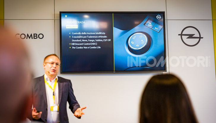 Opel Combo Life: tecnologia, sicurezza e spazio in abbondanza - Foto 23 di 37