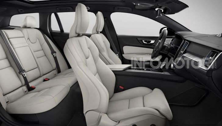 Volvo V60 Cross Country, familiare a ruote alte anche ibrida plug-in - Foto 5 di 12