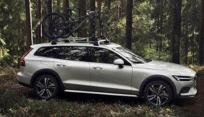 Volvo V60 Cross Country, familiare a ruote alte anche ibrida plug-in