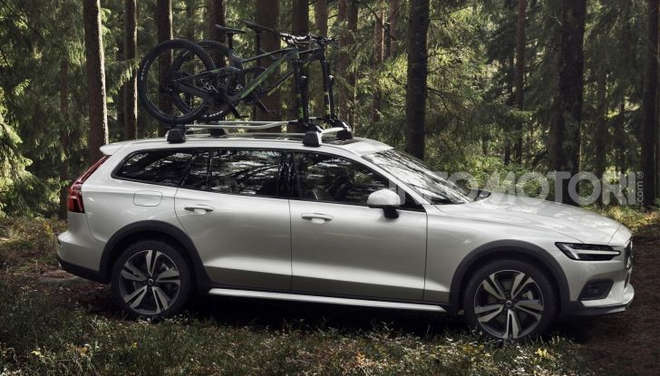 Volvo V60 Cross Country, familiare a ruote alte anche ibrida plug-in - Foto 3 di 12