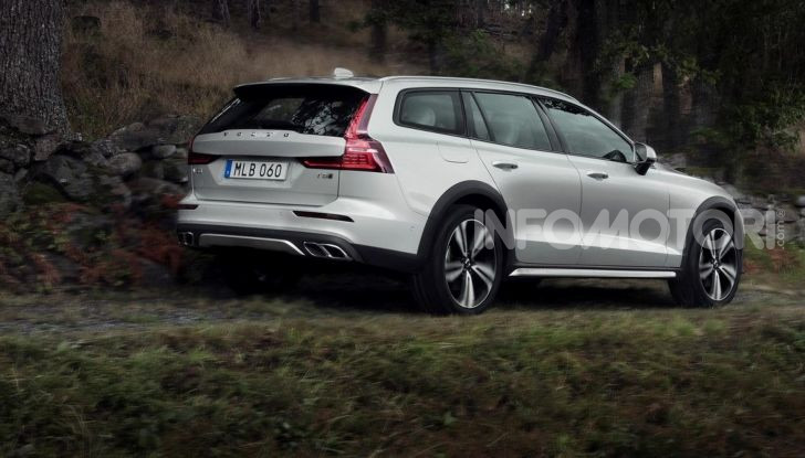Volvo V60 Cross Country, familiare a ruote alte anche ibrida plug-in - Foto 10 di 12