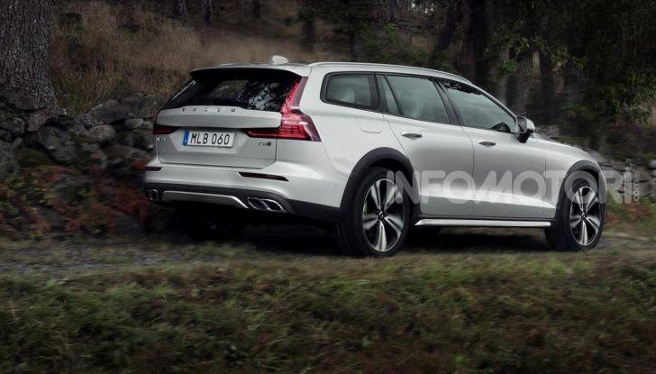 Volvo V60 Cross Country, familiare a ruote alte anche ibrida plug-in - Foto 10 di 12
